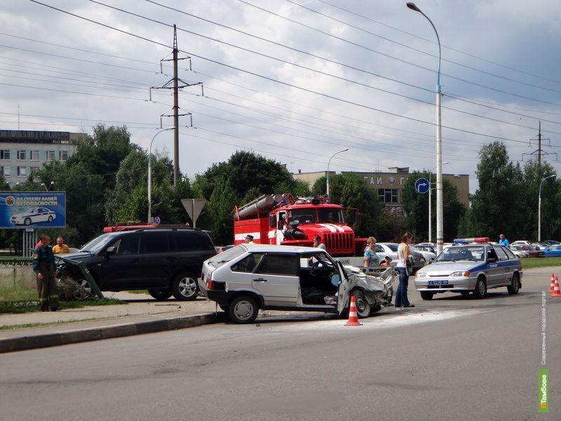 В Красненькой столкнулись две машины