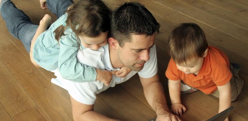 Тамбовские мужчины стали чаще признавать детей, рождённых вне брака