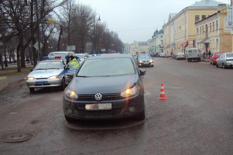 В центре Тамбова под колёса авто угодил 20-летний парень