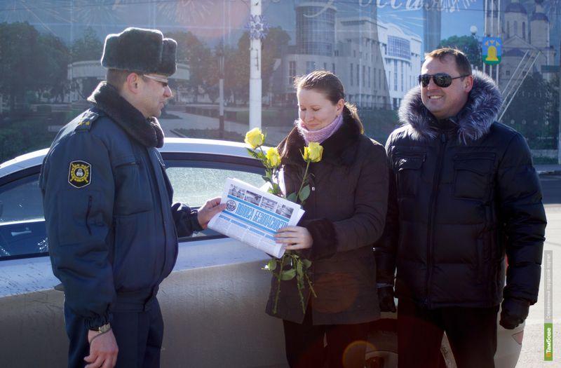 Инспекторы поздравили тамбовских автоледи с 8 марта