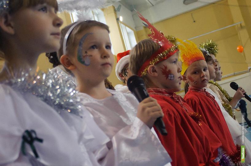 Для воспитанников детских домов устроили настоящий Рождественский праздник