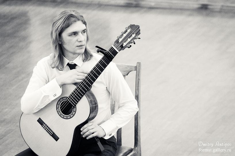 На концерте московского гитариста было жарко…