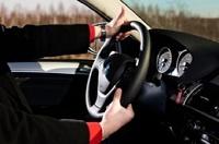 В Госдуме хотят выдавать зеленые номера машинам чиновников