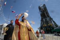 Роскосмос продолжит освящать ракеты перед стартом