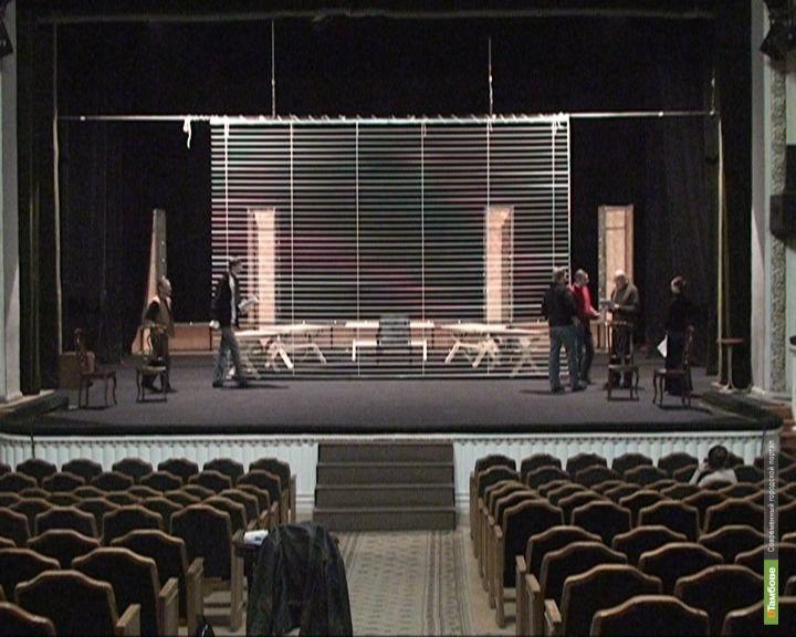 Актеры тамбовского драматического разыграют любовь на скамейке