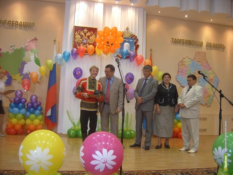 Тамбовский губернатор наградил выпускников интернатов письмами и подарками