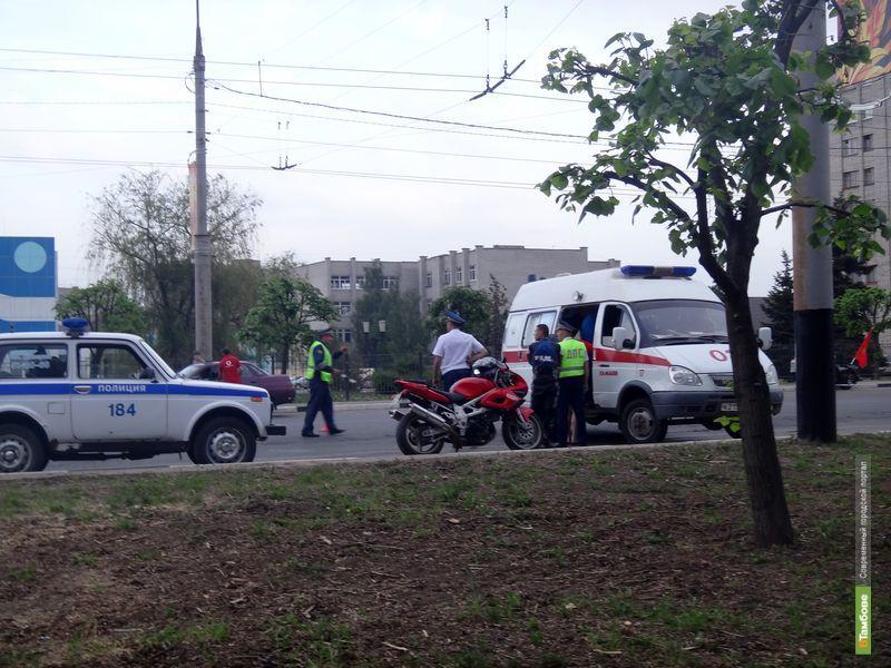 В Тамбове мотоциклист на полном ходу врезался в иномарку