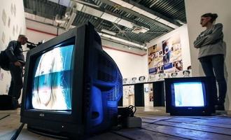 Россияне смотрят телевизор только в рабочие дни