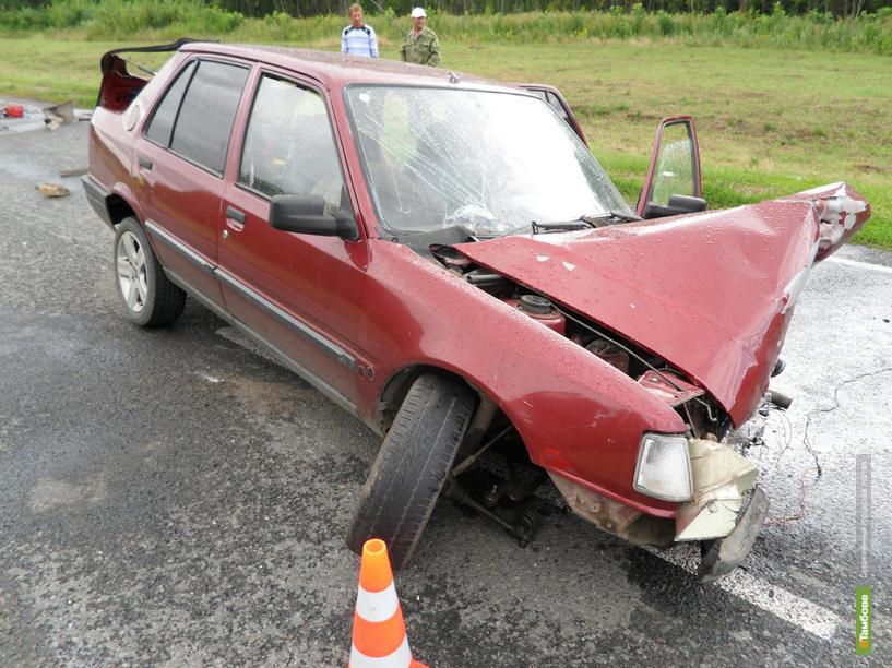 В Тамбовском районе иномарка врезалась в «шестерку»