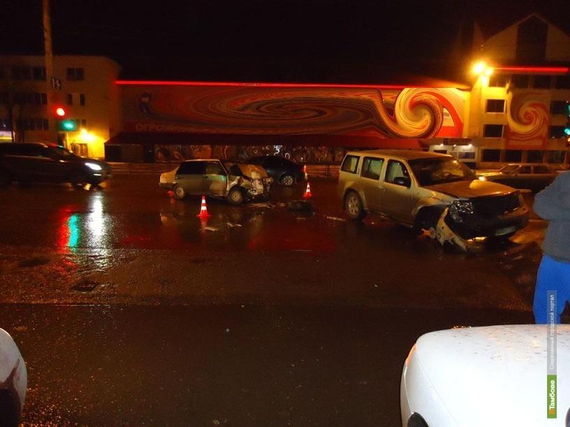 В Тамбове иномарка помяла отечественное авто