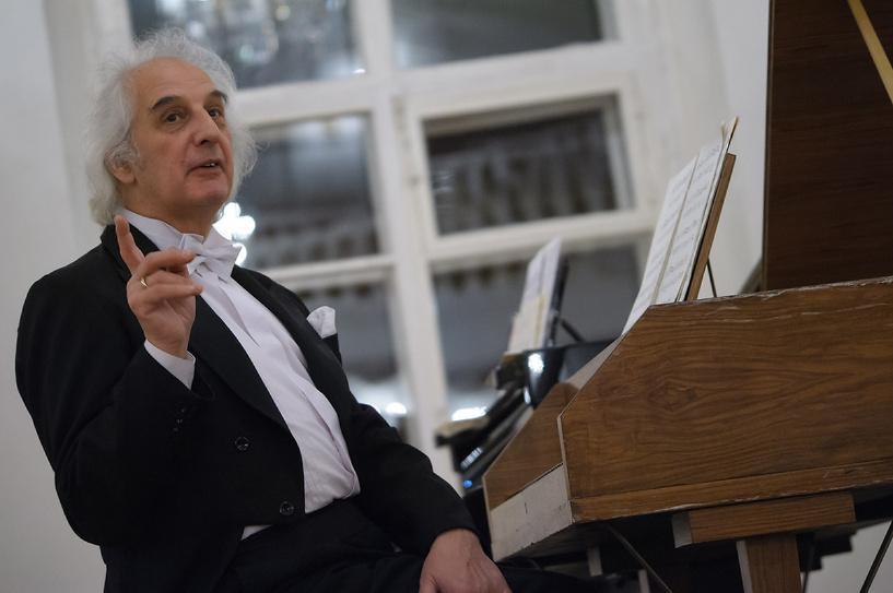 Заслуженный артист России оживлял музыку, запечатленную в произведениях живописи