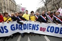 Однополые браки раскололи французское общество