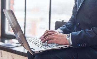 В Госдуме обсуждают ввод налога на интернет-торговлю