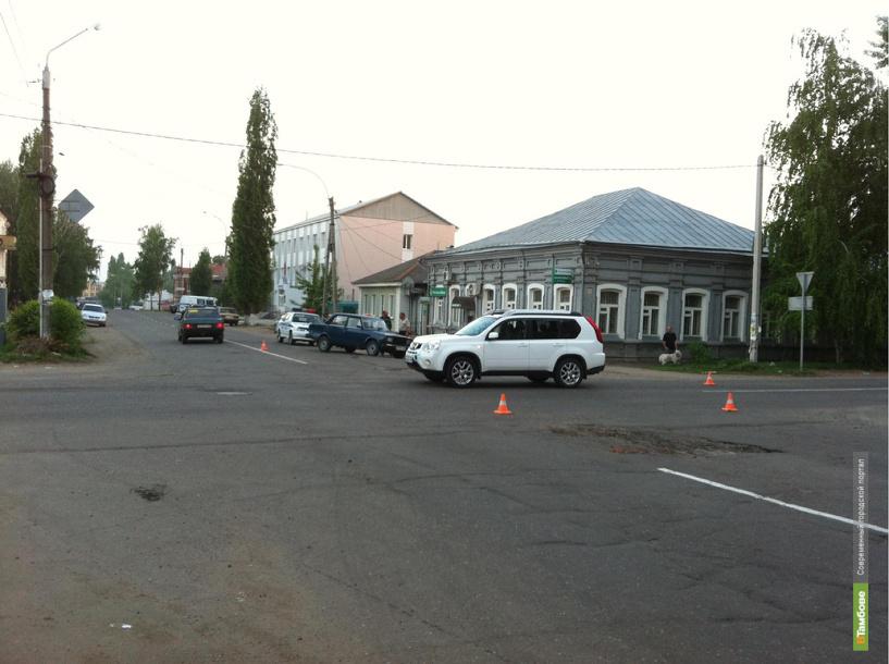 13-летняя жительница Кирсанова пострадала в столкновении двух легковушек
