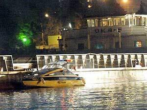 В Москве-реке ищут людей с затонувшего судна
