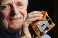 В Америке скончался изобретать компьютерной мыши