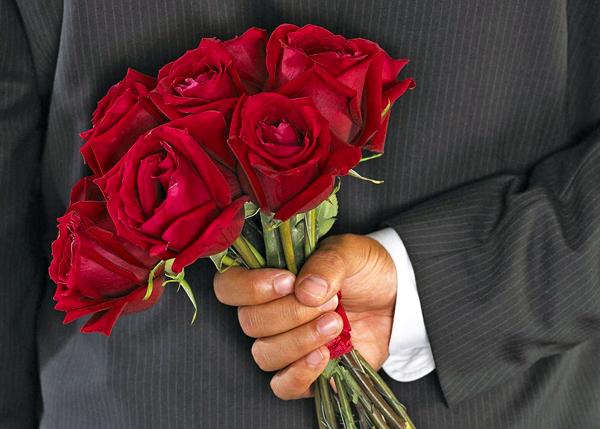 Мошенник притворялся влюбленным, чтобы «выудить» у женщины деньги
