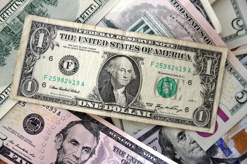 Новый максимум: евро вырос до 66 рублей, доллар — до 53,4