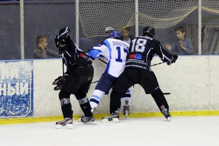 ХК «Тамбов» в шестой раз проигрывает команде из Новочебоксарска