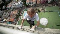 «Человек-паук» из Франции покорил самое высокое здание на Кубе