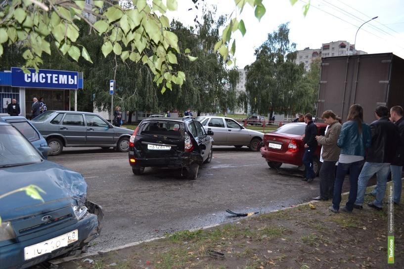 На бульваре Энтузиастов «поцеловались» сразу 4 авто