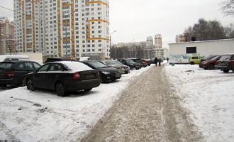 Сегодня автомобилистам придется заранее выбрать место для парковки