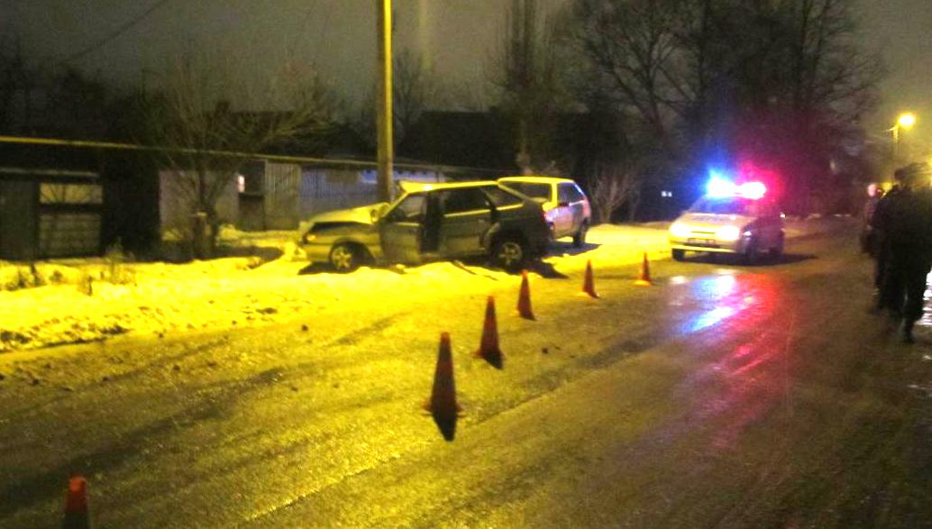Размещено фото трагедии вТамбовской области: «ВАЗ-21140» врезался встолб
