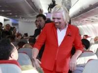 Американский миллиардер на день стал стюардессой