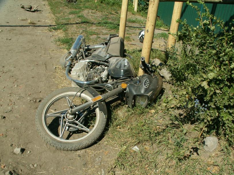 В Староюрьево из-за груды земли скутерист попал в ДТП
