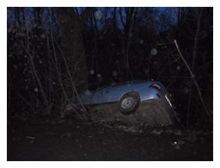 На трассе «Приора» врезалась в дерево: два человека пострадали