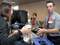 Спустя 4 дня минтранс официально запретил пассажирам провозить жидкости в ручной клади