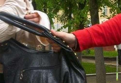 В Тамбове неизвестные ограбили женщину и скрылись