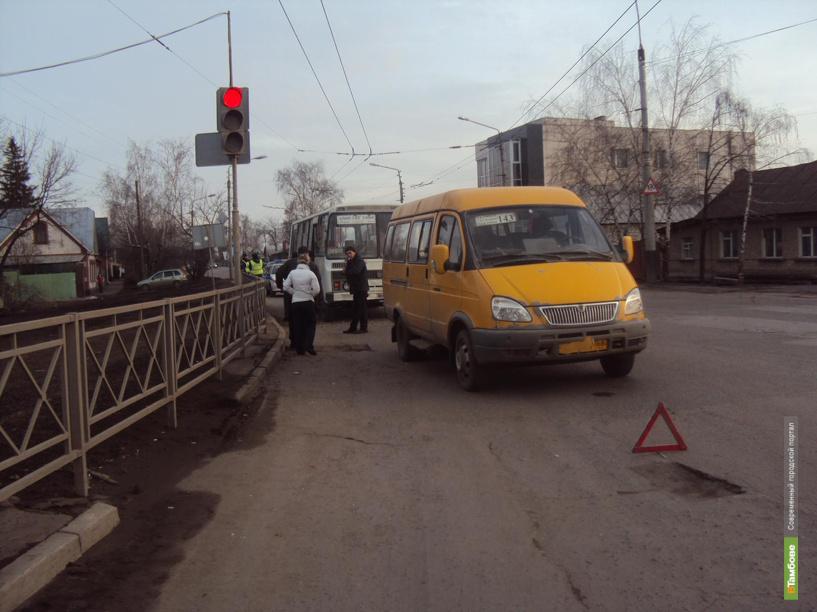 В Тамбове на светофоре автобус врезался в маршрутку