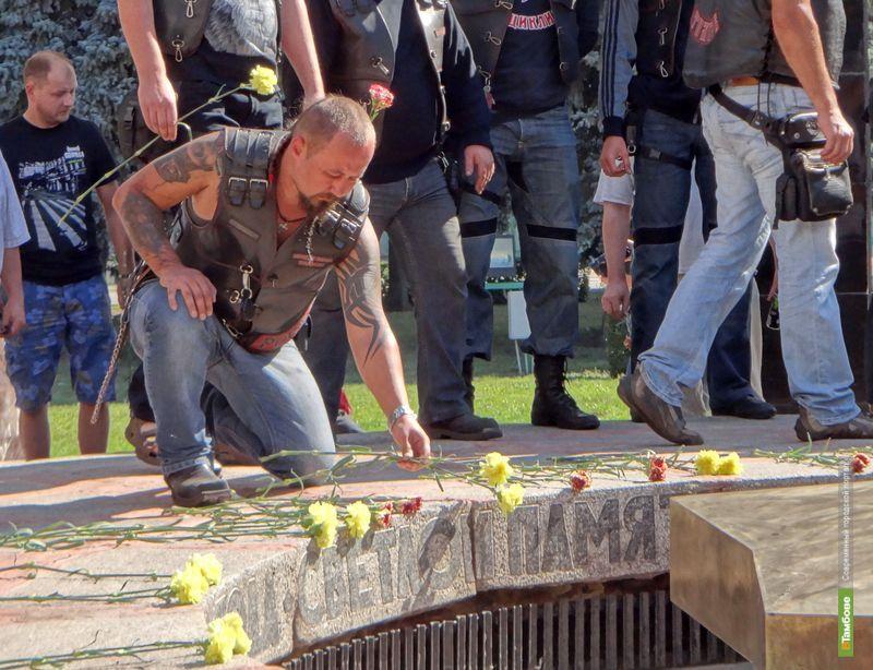 Байкеры Тамбова и Москвы возложили цветы к Вечному огню