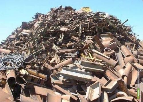 Тамбовчане украли более тонны черного металла с водонапорной башни