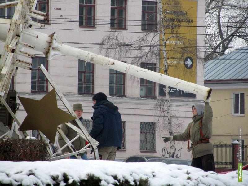 Тамбовчан удивят новой елкой на Комсомольской площади