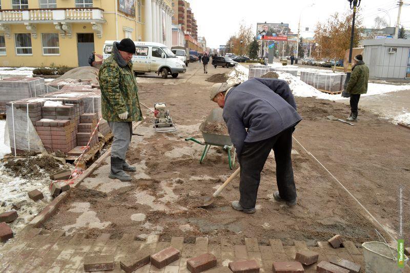 В центре Тамбова в зиму начали класть новую плитку