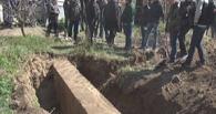 Украинский чиновник ради взятки снес и закопал памятник солдатам