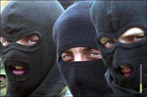Люди в масках пытались «выбить» деньги из многодетной семьи