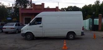 Фургон Mercedes сбил женщину в Котовске