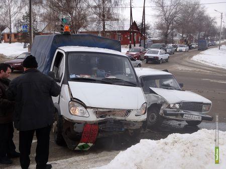 Снегопад спровоцировал в Тамбове День жестянщика