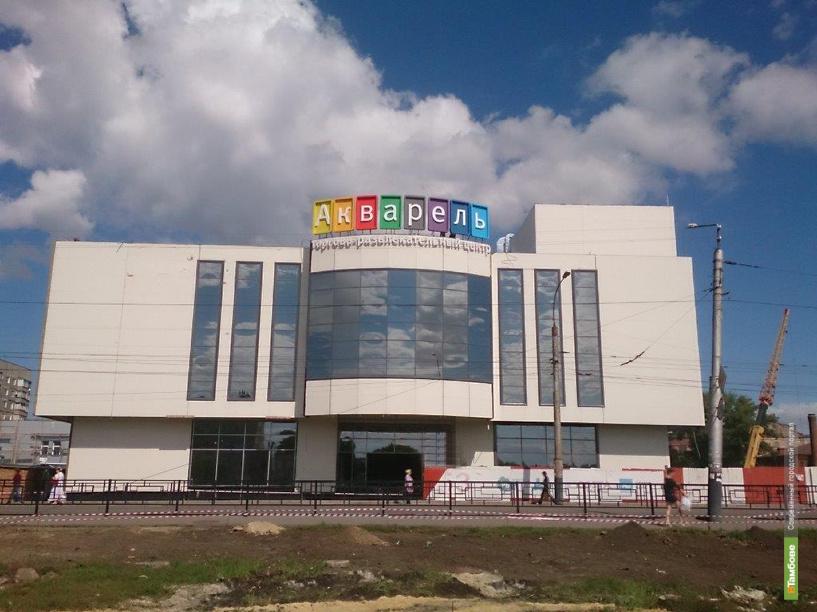 "Здание ТРЦ ""Акварель"" заиграло яркими красками"