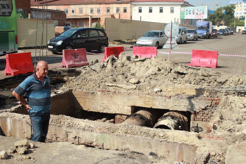 На улице Степана Разина снова ремонтируют теплотрассу