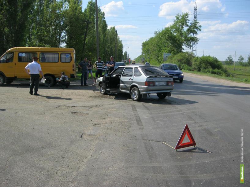 В Мичуринском районе не поделили дорогу Газель и легковушка