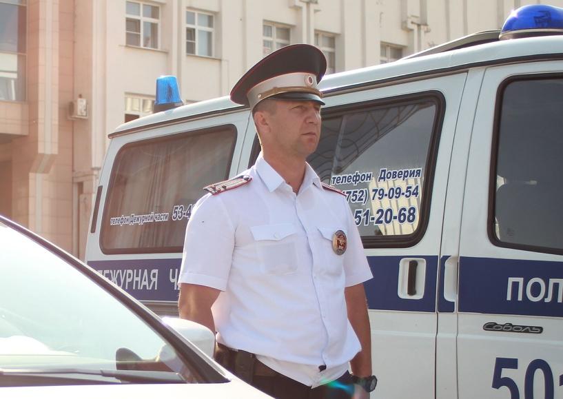 Житель Кирсанова избил и ограбил случайного прохожего