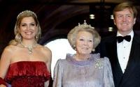 Королева Нидерландов отреклась от престола