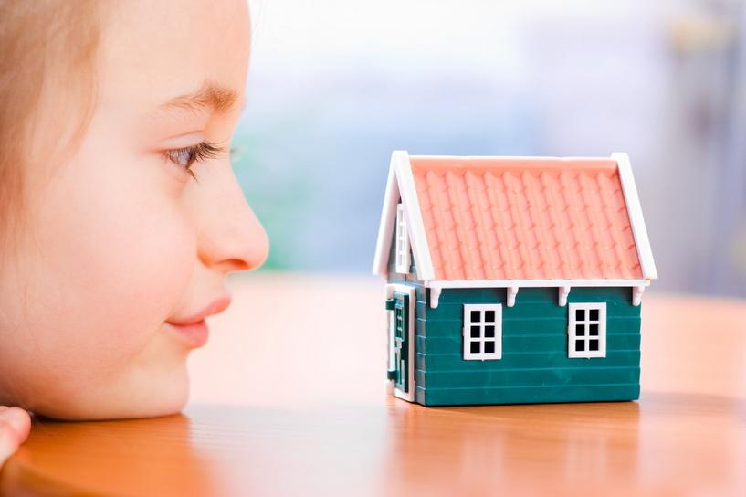 Около 29 000 российских сирот обеспечили жильем