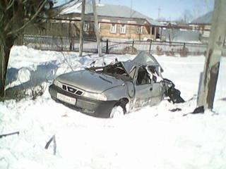 В Сосновском районе иномарка протаранила опору ЛЭП