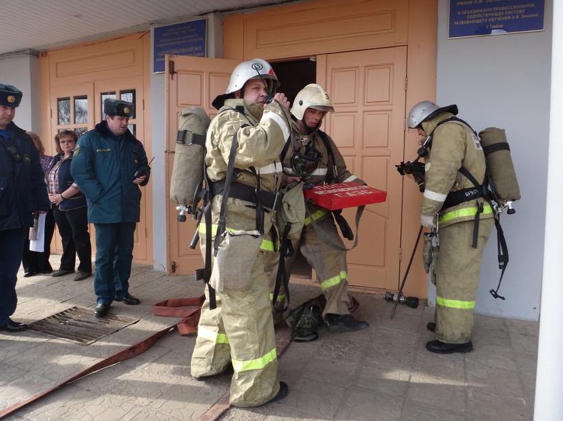 В Инжавинской школе пожарные провели тактические учения