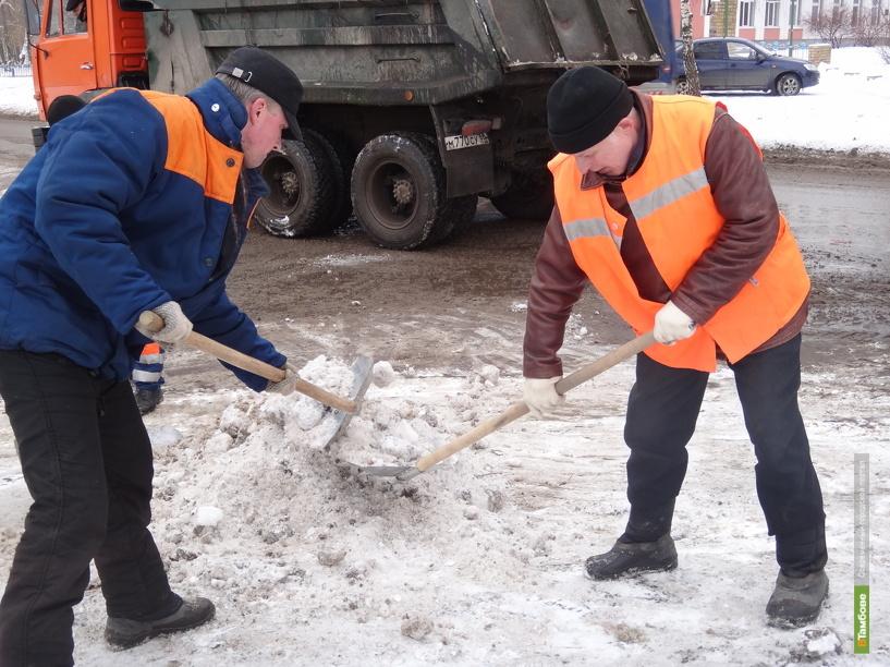 Тамбовские коммунальщики устраняют последствия снегопада